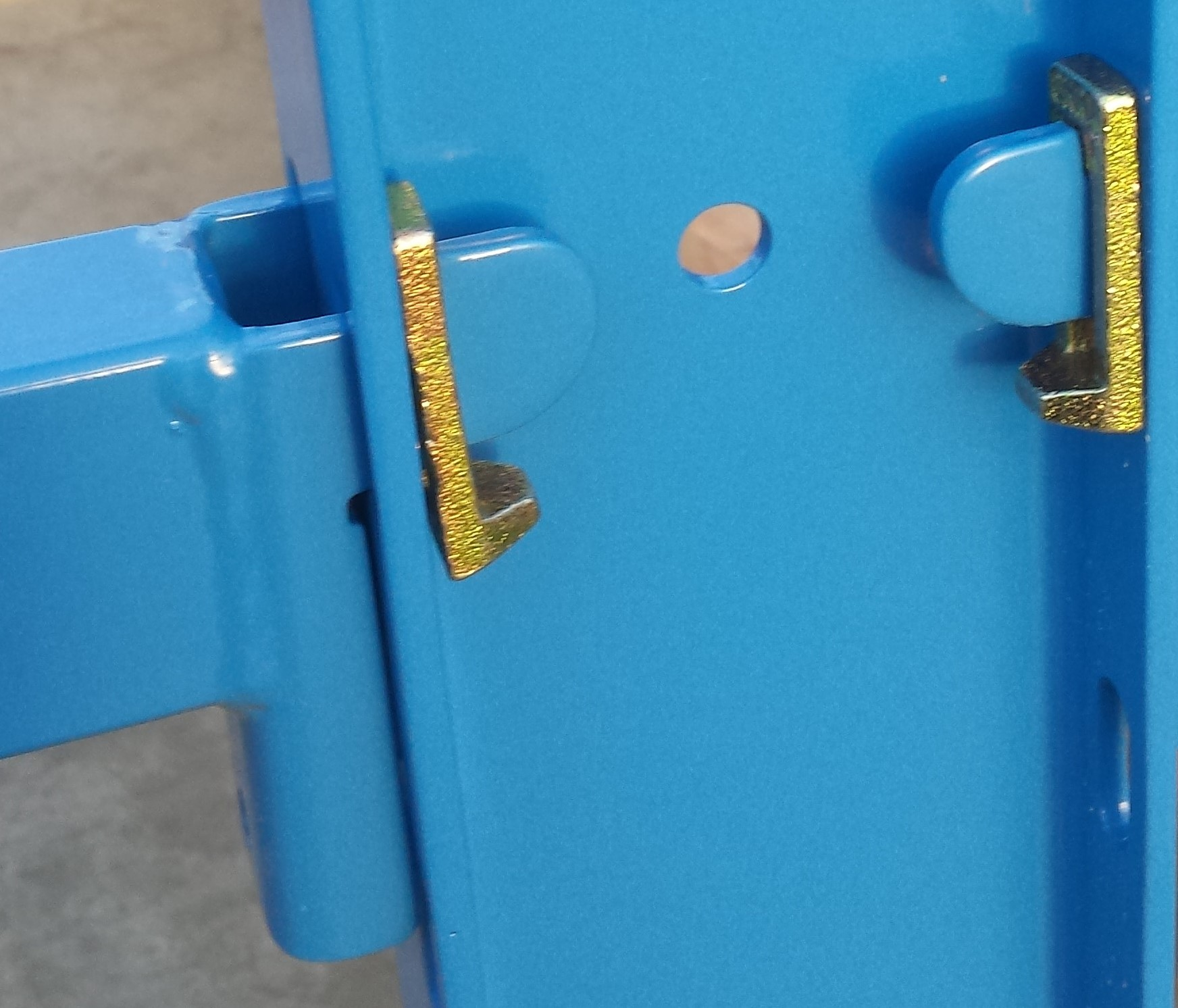 Detail 11. OHRA inhaaksysteem armen draagarmstelling blauw en verzinkt