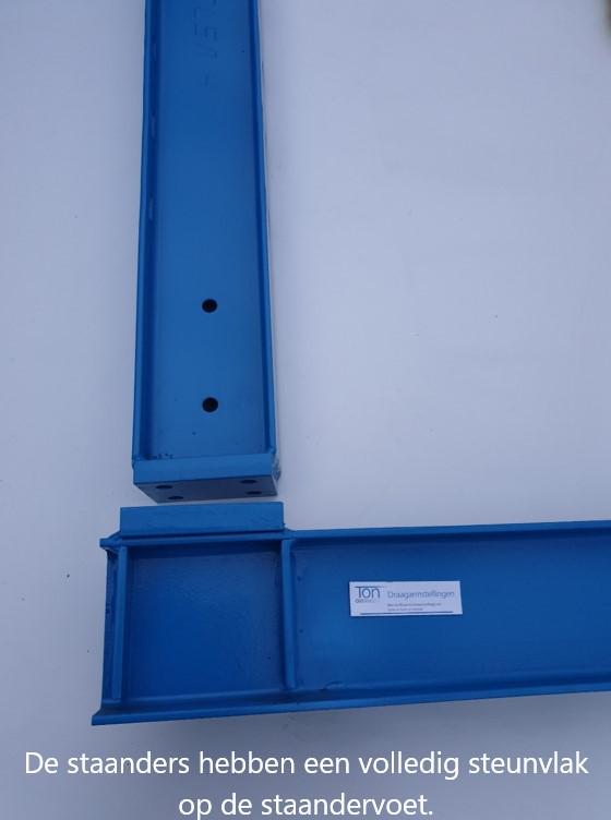 Detail 13. Staander voor draagarmstelling monteren op de voet. Draagarmstellingen OHRA monteren.