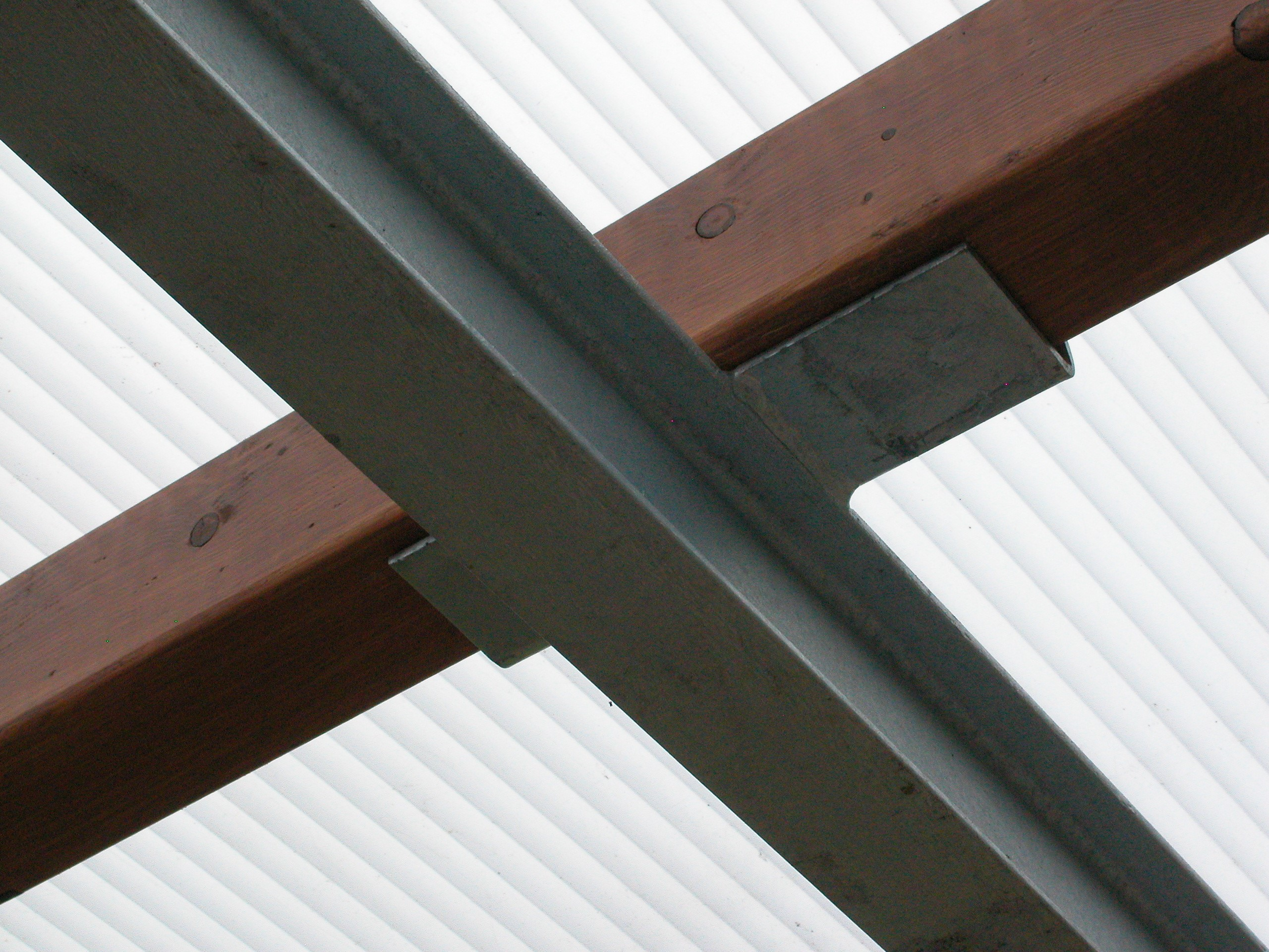 Buiten 15. Draagarmstelling met dak verzinkt op voorraad