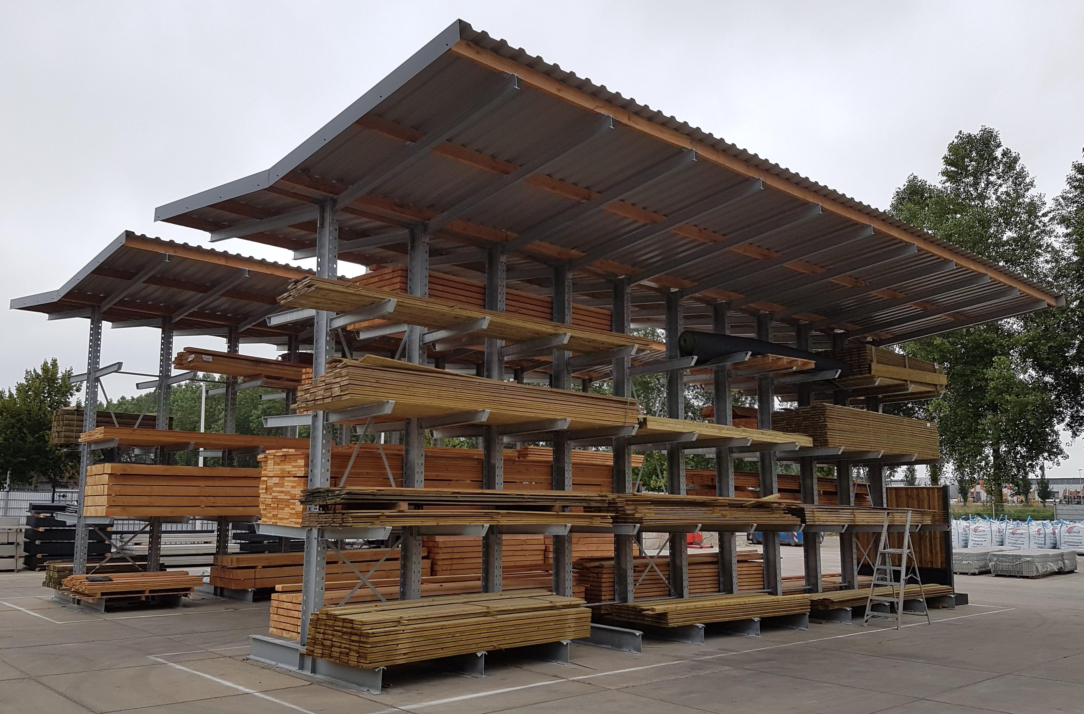 Buiten 2. Verzinkte dubbelzijdige draagarmstellingen met dak