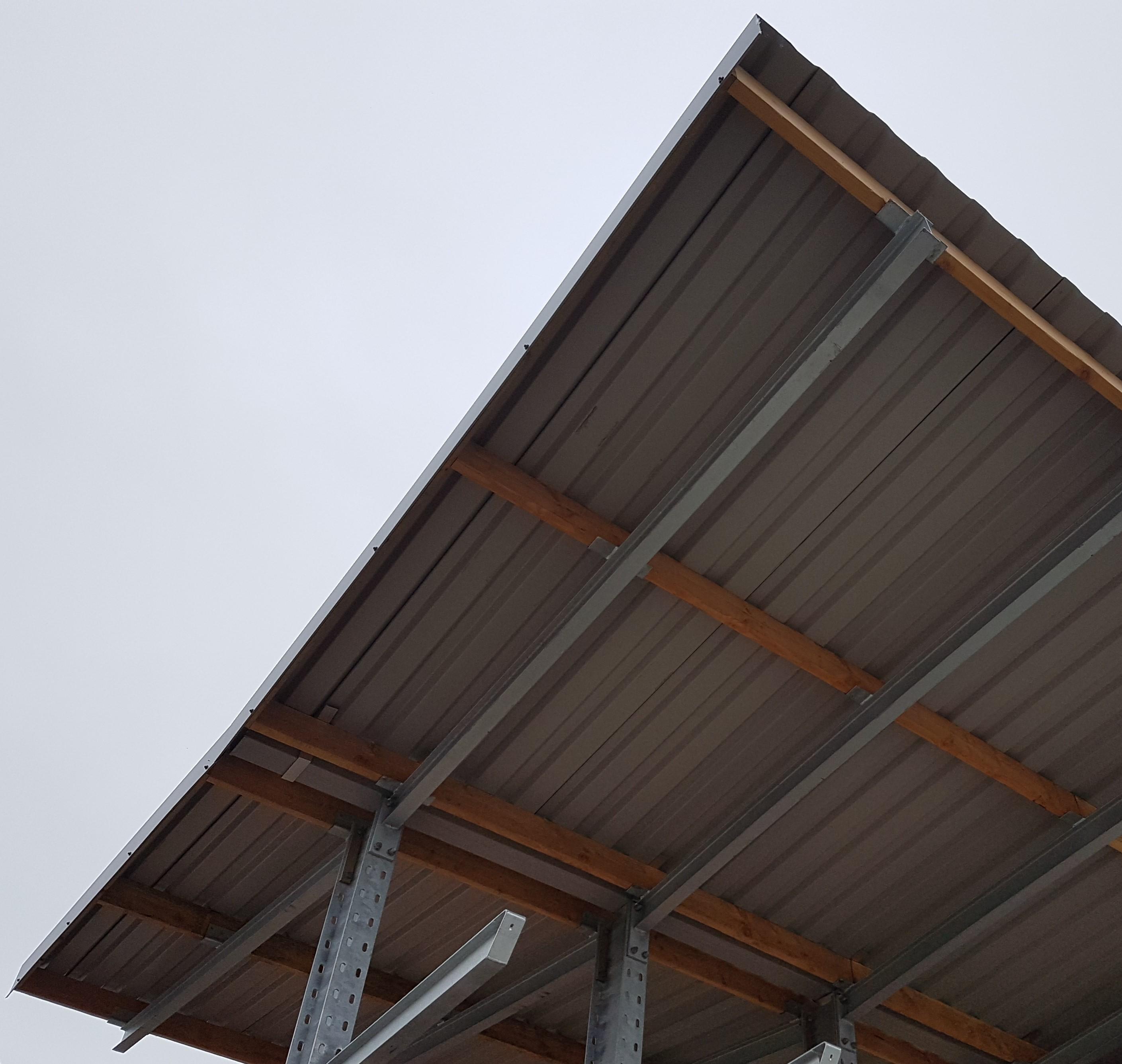 Buiten 6. Stellingrekken met dak voor buiten