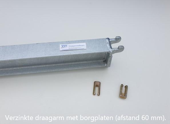 Detail 7. Verzinkte draagarmen voor K60 inhaaksysteem met borgplaten voor in de verzinkte draagarmstellingen voor buiten.