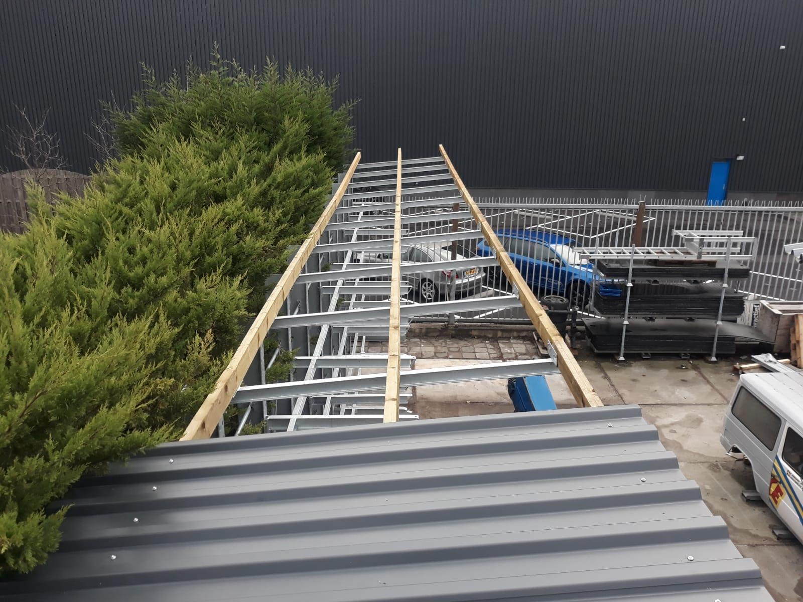 Dakbeplating halverwege draagarmstellingen voorraad buiten verzinkt met dak